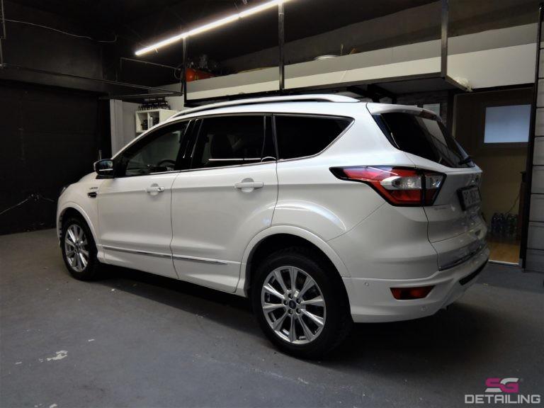 Ford Kuga Vignale biały tył